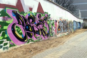 graffiti applied on a surface without anti graffiti paint
